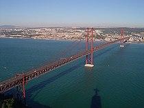 Le pont du 25 avril entre Alcântara et Almada