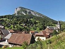 Vue de la Roche Veyrand depuis le chemin des Mules