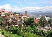 La colline de Manjakamiadana et l'église d'Amboninampamarinana à Antananarivo