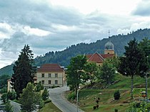 La mairie et l'église Saint-Claude